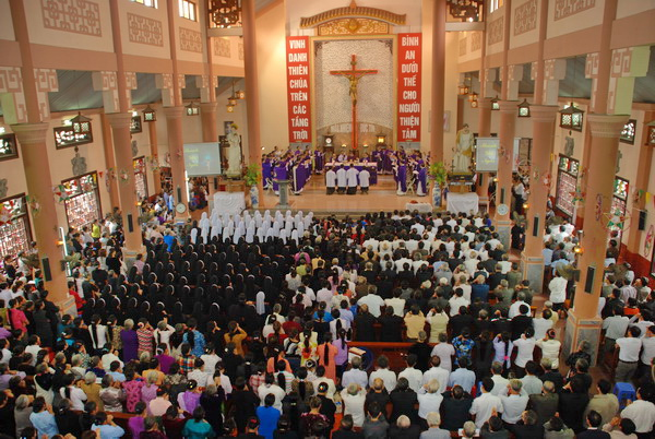 Giáo phận Cử hành sám hối cộng đồng tại Nhà thờ Ninh Bình
