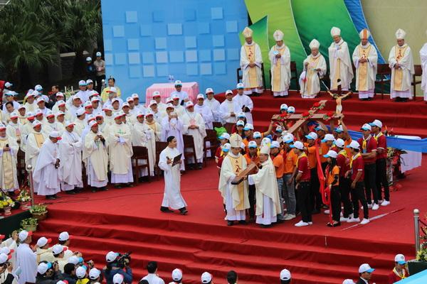Thánh Giá Đại Hội giới trẻ giáo tỉnh Hà Nội về tới Phát Diệm