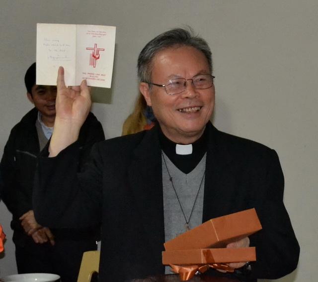 Chúc mừng Đức Tổng giám mục Tổng giáo phận Huế 25 năm Linh mục