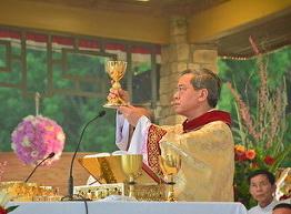 Phóng sự hình ảnh lễ Mình Máu Thánh Chuá tại ĐVBĐ Thiên Tâm Kerrens, TX với ĐGM Phát Diệm và ĐGM Cần Thơ