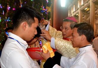 Tại Nhà thờ Chính Tòa Phát Diệm 34 người được gia nhập Giáo hội Công Giáo trong lễ Chúa Hiển Linh