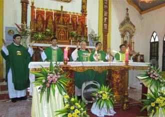 Giáo xứ Bạch Liên chầu Chúa Giê-su Thánh Thể thay mặt giáo phận