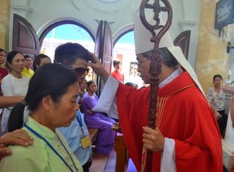 Giáo xứ Đồng Chưa: 117 Kitô hữu đón nhận ấn tín Chúa Thánh Thần