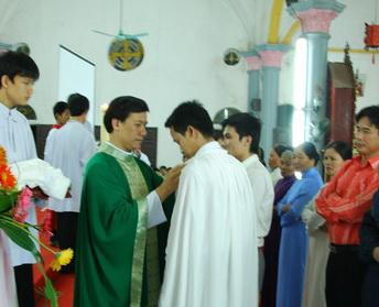 Giáo xứ Lãng Vân đón nhận chín tân tòng, 29-10-2011