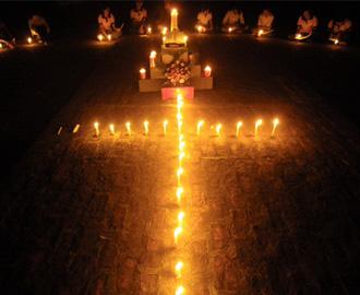 Giới trẻ giáo xứ Phúc Nhạc cầu nguyện Taize
