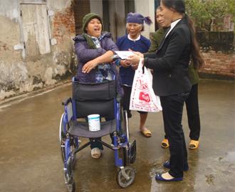 Ban Caritas giáo xứ Phúc Nhạc thăm và chúc tết người nghèo