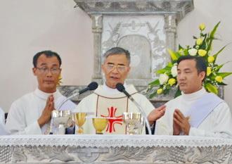 Đaminh Nguyễn Văn Mạnh về thăm và dâng lễ tạ ơn tại Giáo xứ Dục Đức