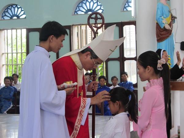 Hình ảnh lẽ ban bí tích Thêm sức tại giáo xứ Thuần Hậu, 21-8-2011