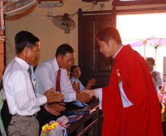 Giáo xứ Hóa Lộc đón cha xứ Phêrô Trịnh Ngọc Do