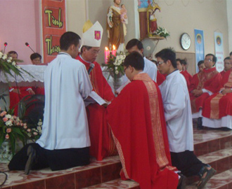 Thánh lễ nhận nhiệm sở mới của cha Phê-rô Nguyễn Trung Kiên
