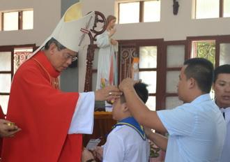 Giáo xứ Sơn Lũy: Đức Cha giáo phận thăm mục vụ và ban Bí tích Thêm Sức